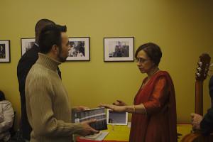 Elisabet talking with a reader